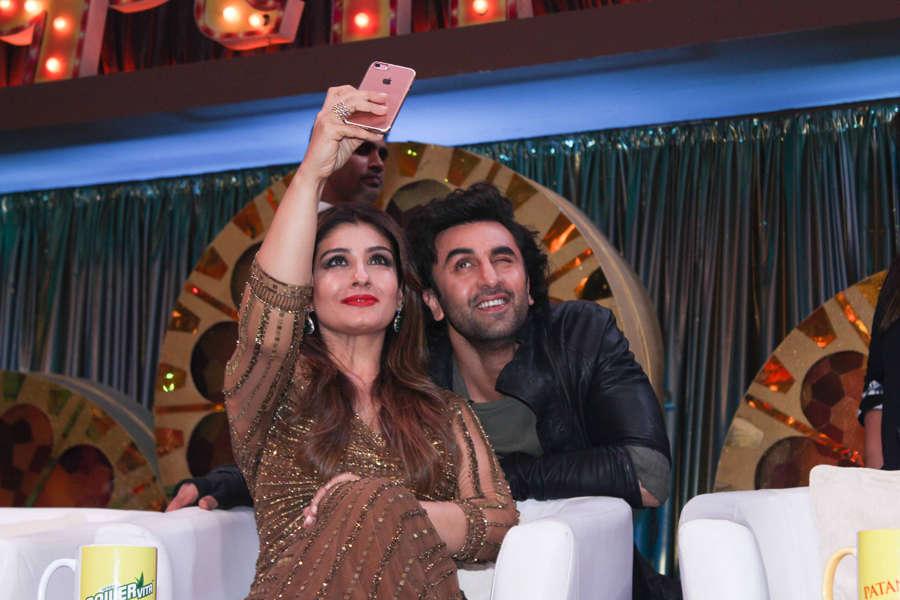 Ranbir Kapoor posing for a selfie with Raveena Tandon