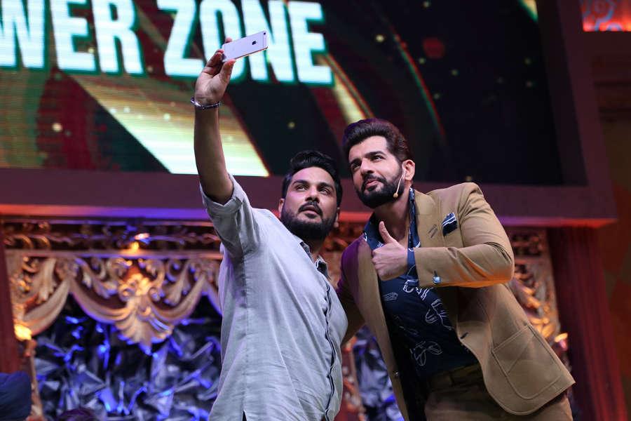 Mukesh Chhabra click selfie with Jay Bhanushali