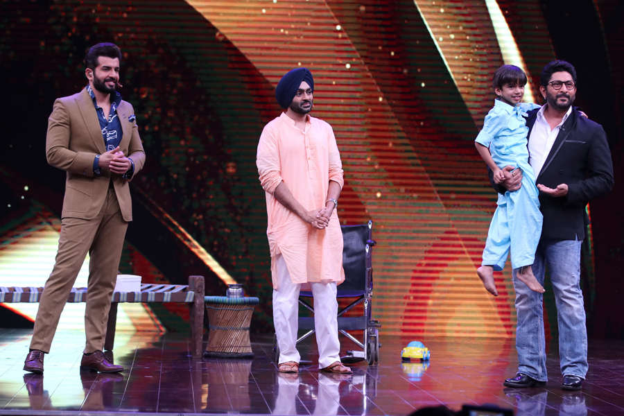 Arshad Warsi shared a moment with contestant Virad Tyagi