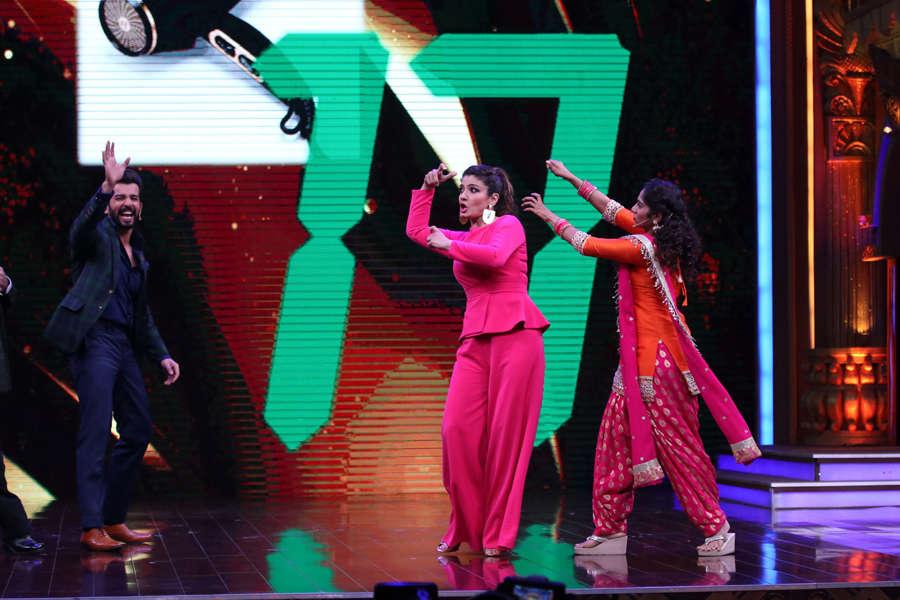 Jay Bhanushali, Raveena Tandon and Jamie Lever on the set