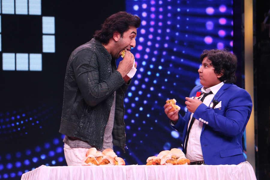 Ranbir Kapoor having vada pav eating competition