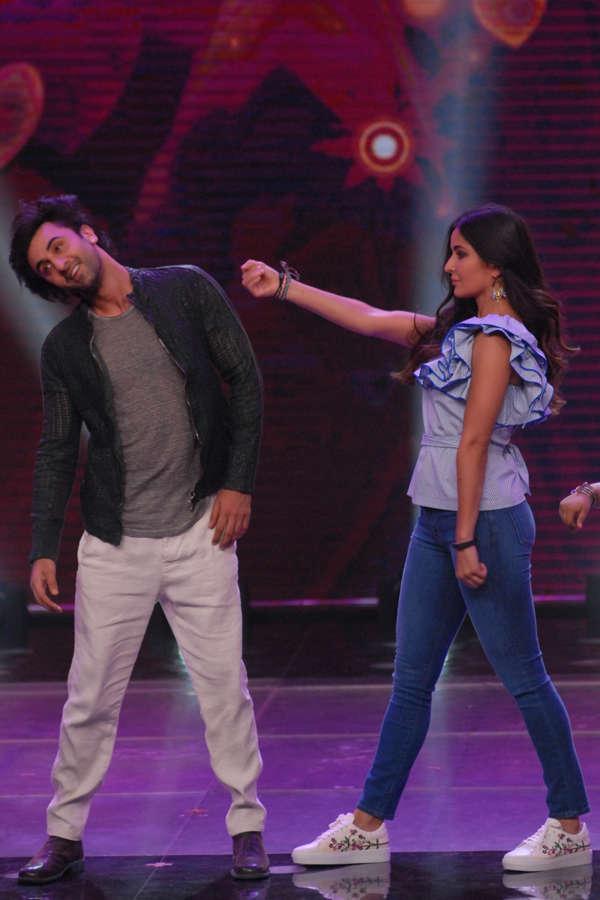 Ranbir Kapoor and Katrina Kaif dancing