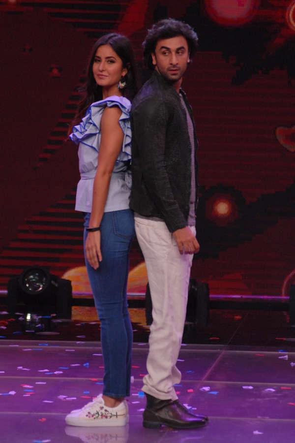 Katrina Kaif and Ranbir Kapoor performing