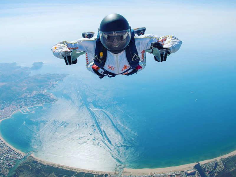 Farhan Akhtar goes sky-diving