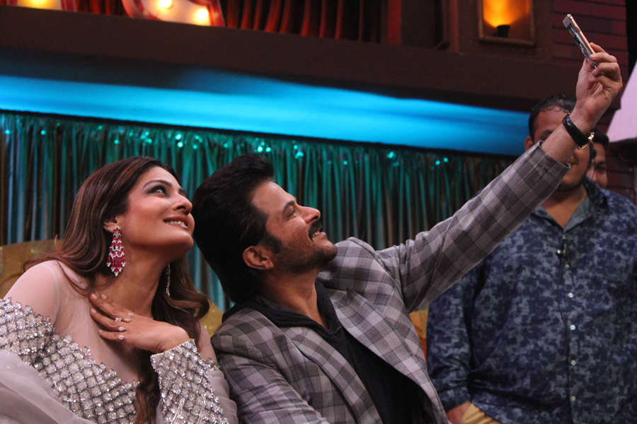 Raveena Tandon posing for a selfie with Anil Kapoor