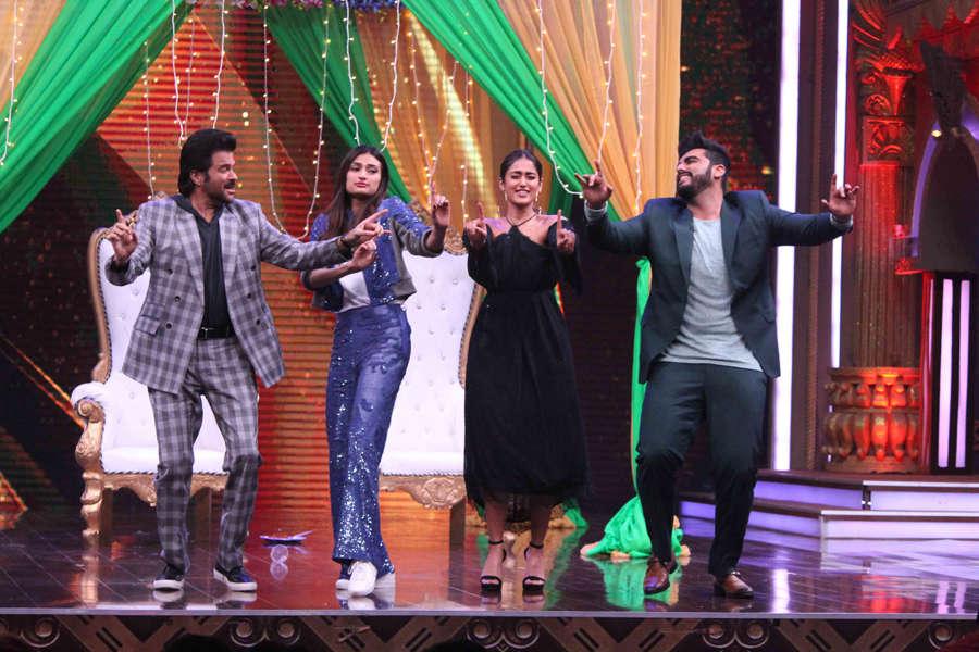 Anil Kapoor, Athiya Shetty, Ileana D'Cruz and Arjun Kapoor dancing