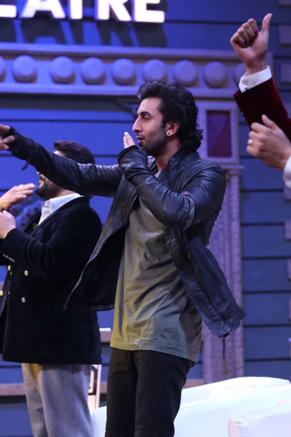 Ranbir Kapoor sends flying kisses