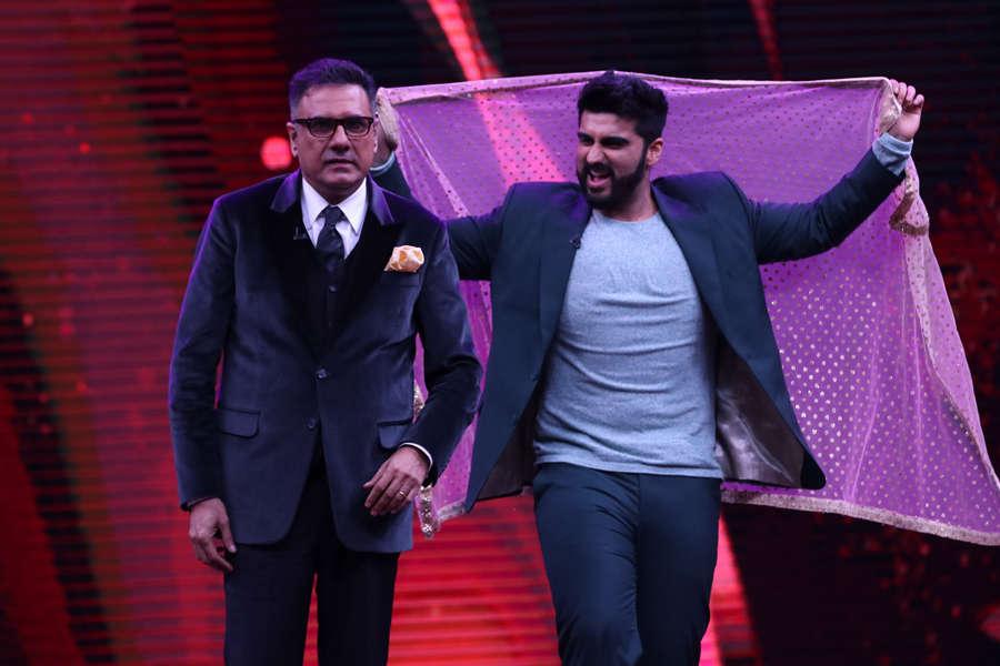 Arjun Kapoor shakes a leg with Boman Irani