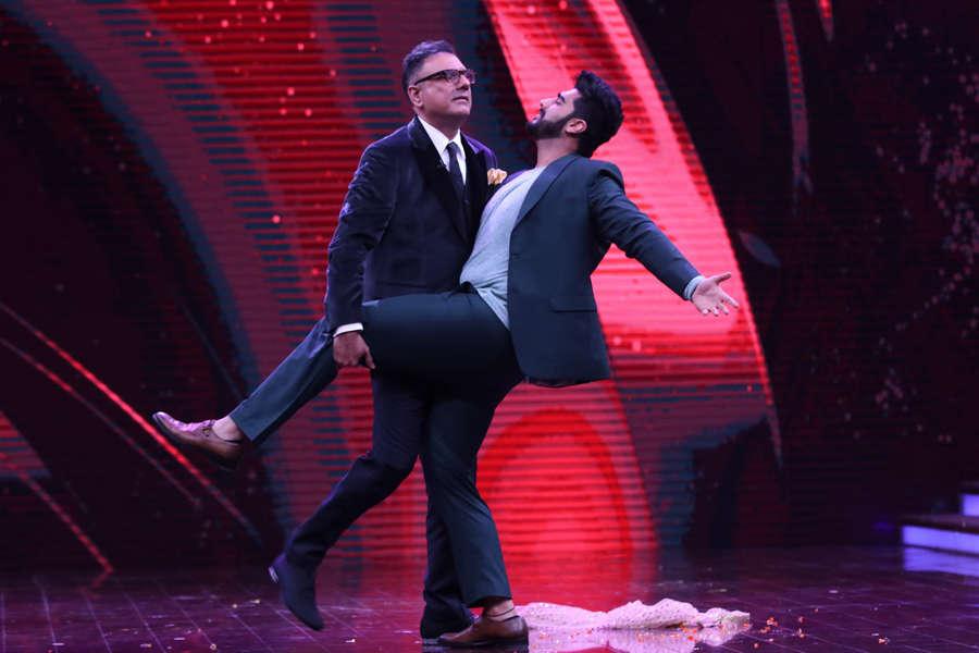 Boman Irani and Arjun Kapoor dancing