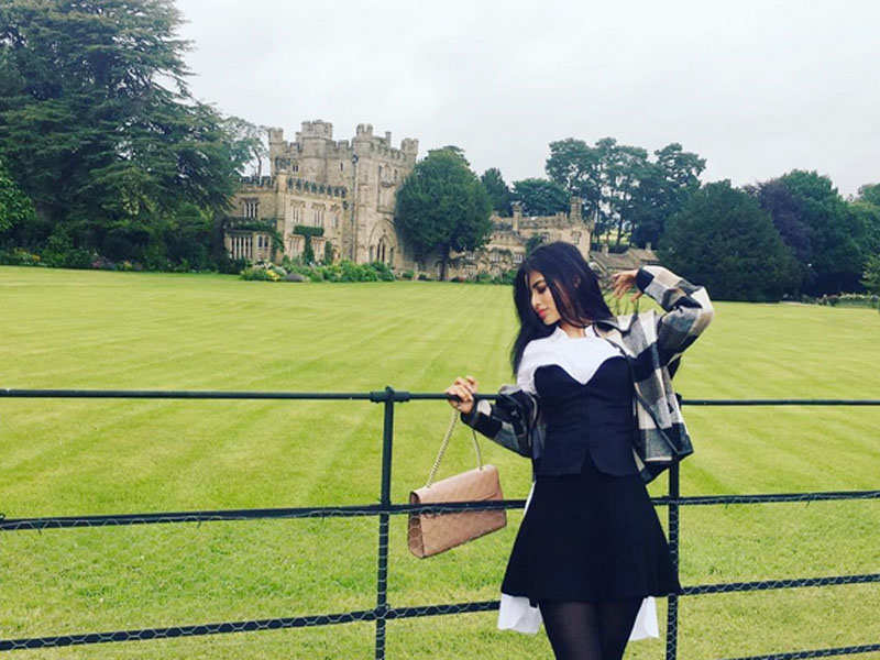 Mouni Roy's latest Instagram picture personifies scenic beauty