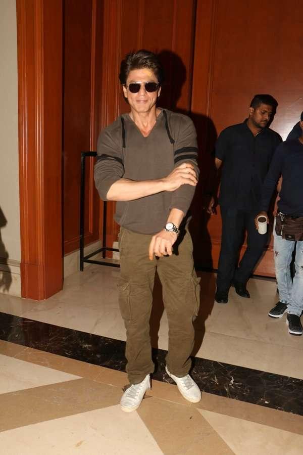 SRK promotes Jab Harry Met Sejal