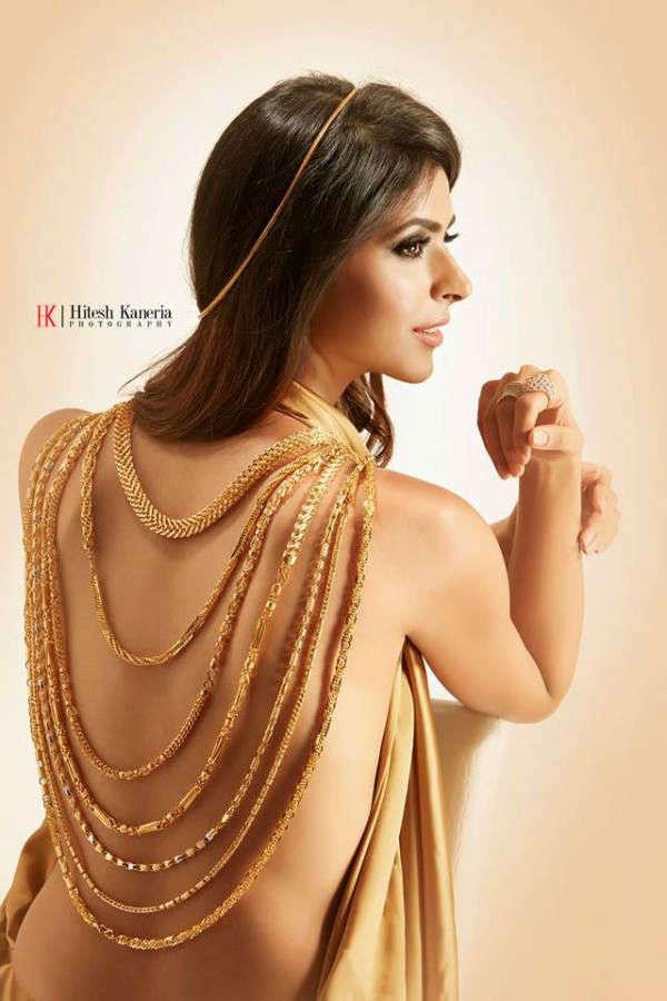 Pankhuri Gidwani endorses V - Chain Jewellery