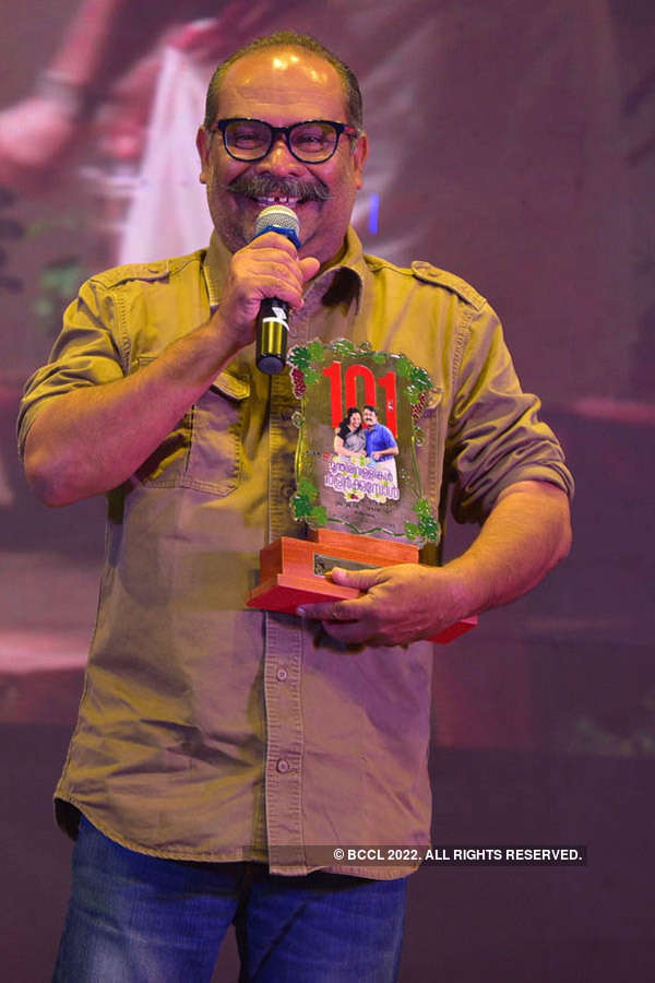 Munthirivallikal Thalirkkumbol: Success Party