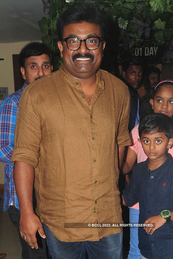 Munthirivallikal Thalirkkumbol: Success Party