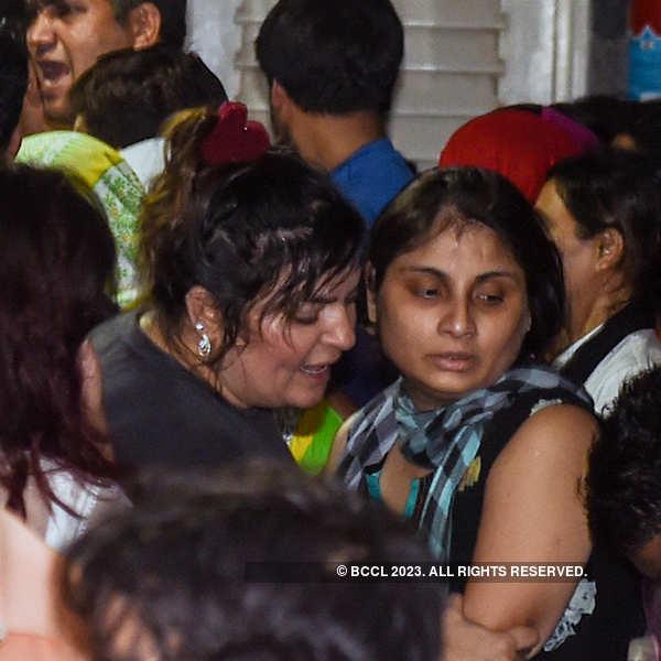Dolly Bindra at Inder Kumar's funeral