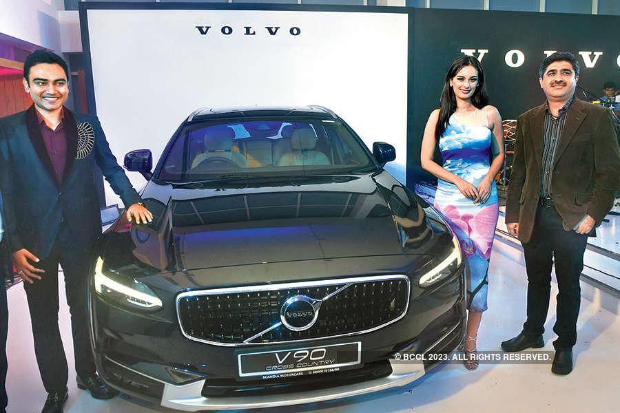 Evelyn Sharma unveils luxury car