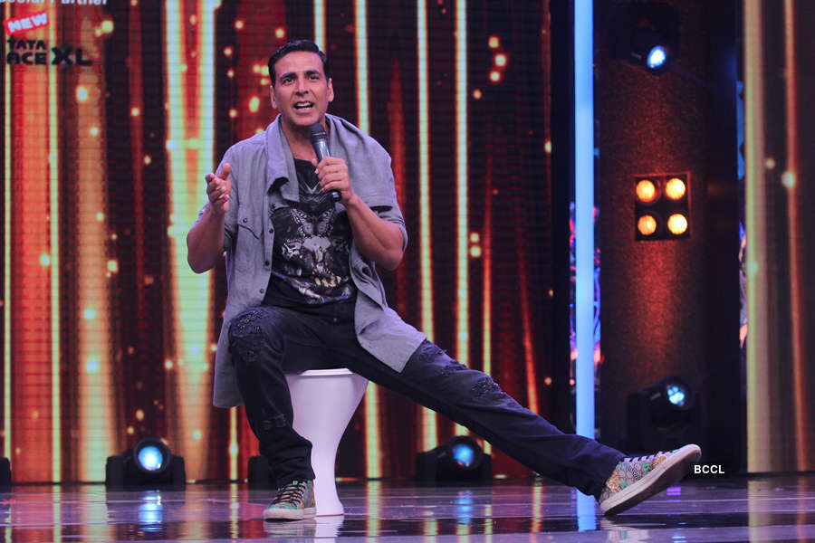 Akshay Kumar interacting with audience