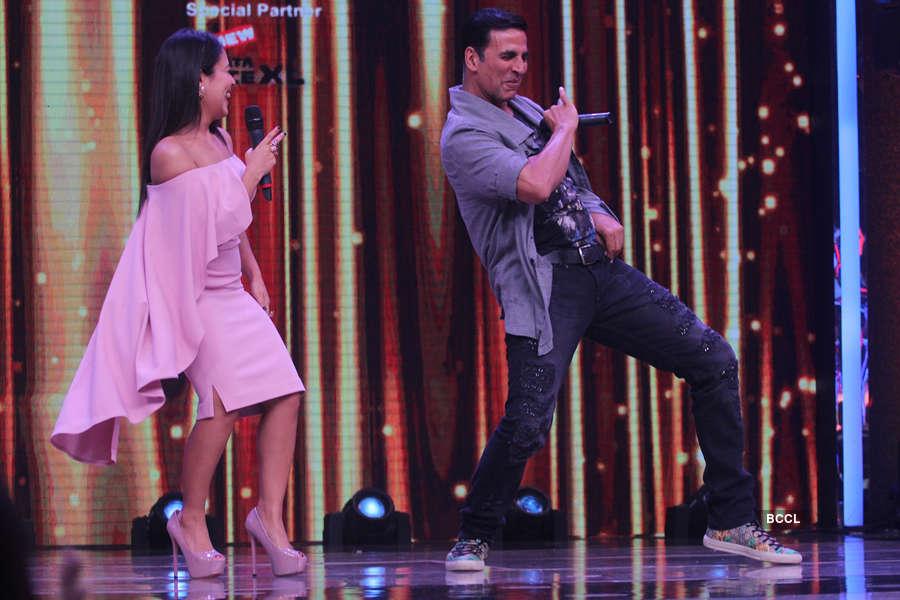 Akshay Kumar shake a leg with Neha Kakkar