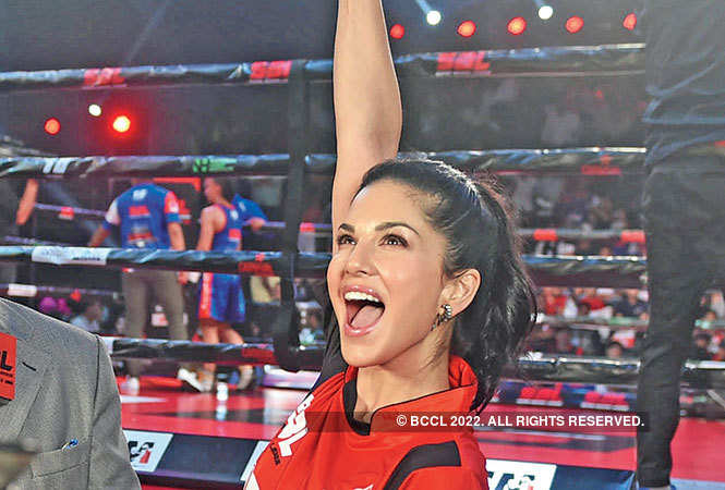 Sunny Leone, Suniel Shetty at Bollywood's big boxing night