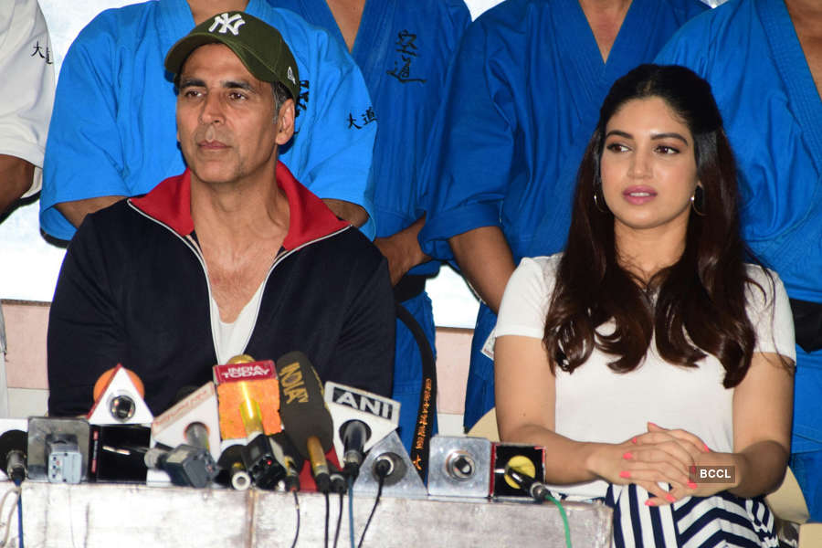 Akshay and Bhumi at an event