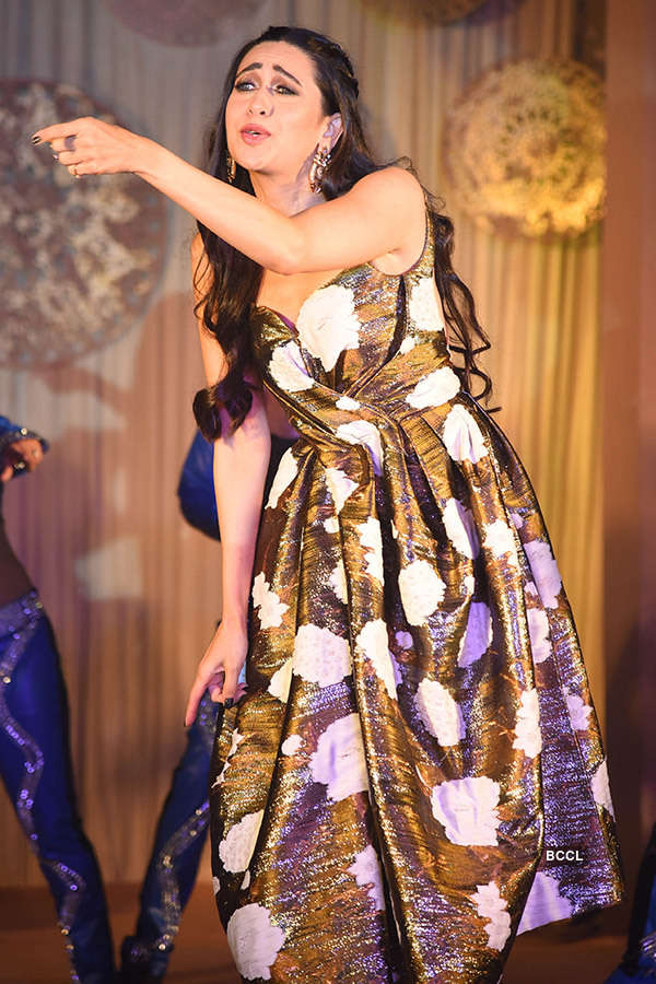 Karisma Kapoor performs at an award show after a long time