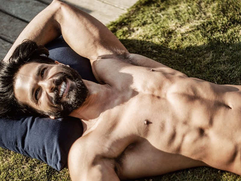 Shahid Kapoor poses shirtless as he gets into his 'holiday mood'