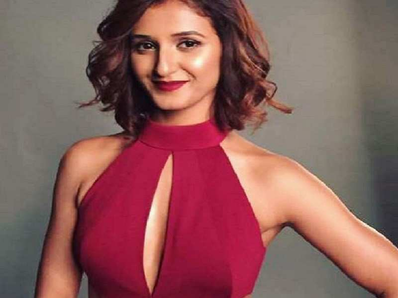 Shakti Mohan Photos: Sizzling pictures of Shakti Mohan