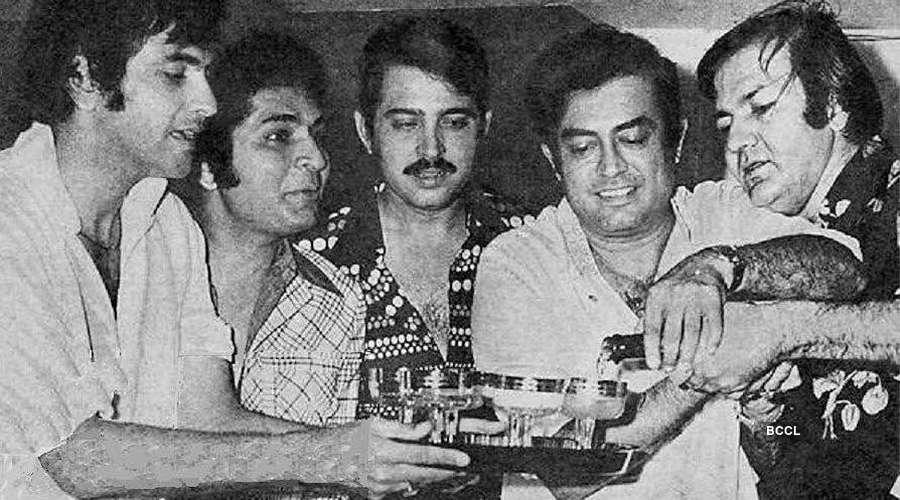 Jeetendra, Asrani, Rakesh Roshan, Sanjeev Kumar and Prem Chopra