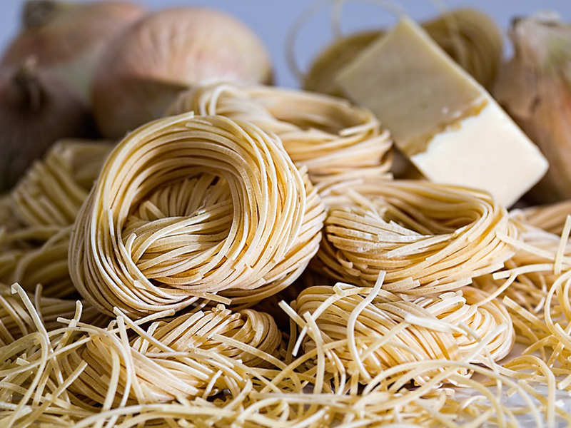 What is the difference between noodles and chow mein?
