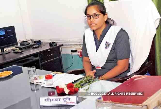 Saumya at the police station and her name plate with Prabhari  Nirikshak written on it  (BCCL/ Pankaj Singh)