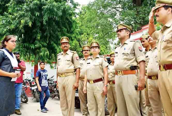 Saumya Saumya interacting with police personnel at the Civil Lines Police Station in Allahabad  (BCCL/ Pankaj Singh)