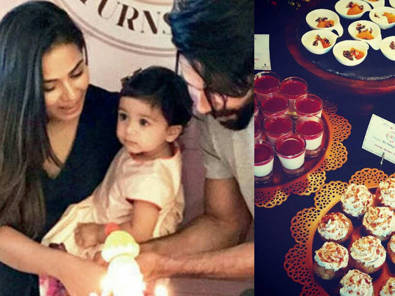Pic Shahid Kapoor And Mira Help Daughter Misha Cut Her 1st Birthday Cake