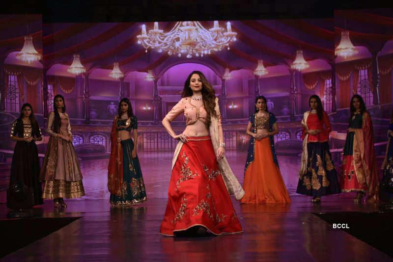 Zoya Afroz turns showstopper at Surat Fashion Week