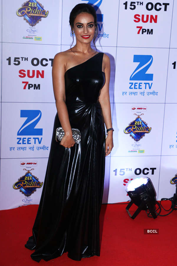 Celebs shine at Zee Rishtey Awards 2017