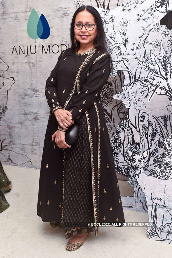 Models showcase Anju Modi's collection