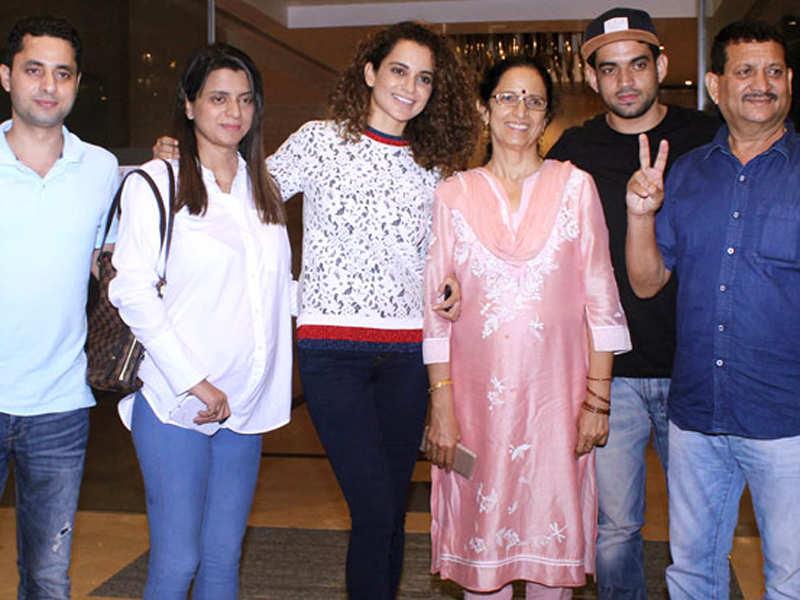 kangana-with-her-family