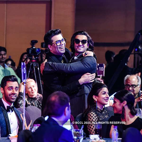Ex-couple Ranveer Singh and Anushka Sharma bond at an award function
