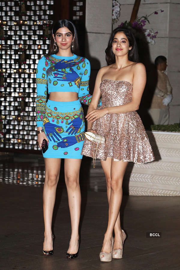 B'wood celebs attend Mukesh Ambani's dinner party