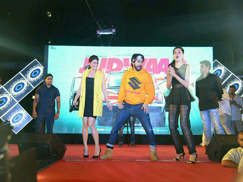 Pic: Varun Dhawan, Jacqueline Fernandez, and Taapsee Pannu shake a leg with the crowd in Delhi