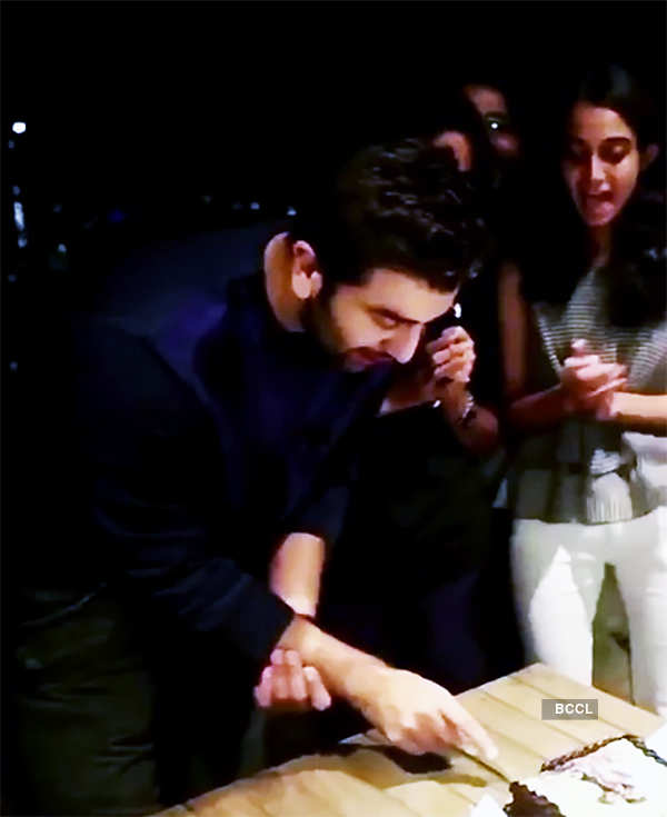 Ranbir Kapoor rings in 35th birthday with Bollywood biggies