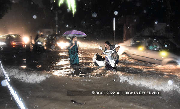 Heavy rain causes waterlogging in Hyderabad