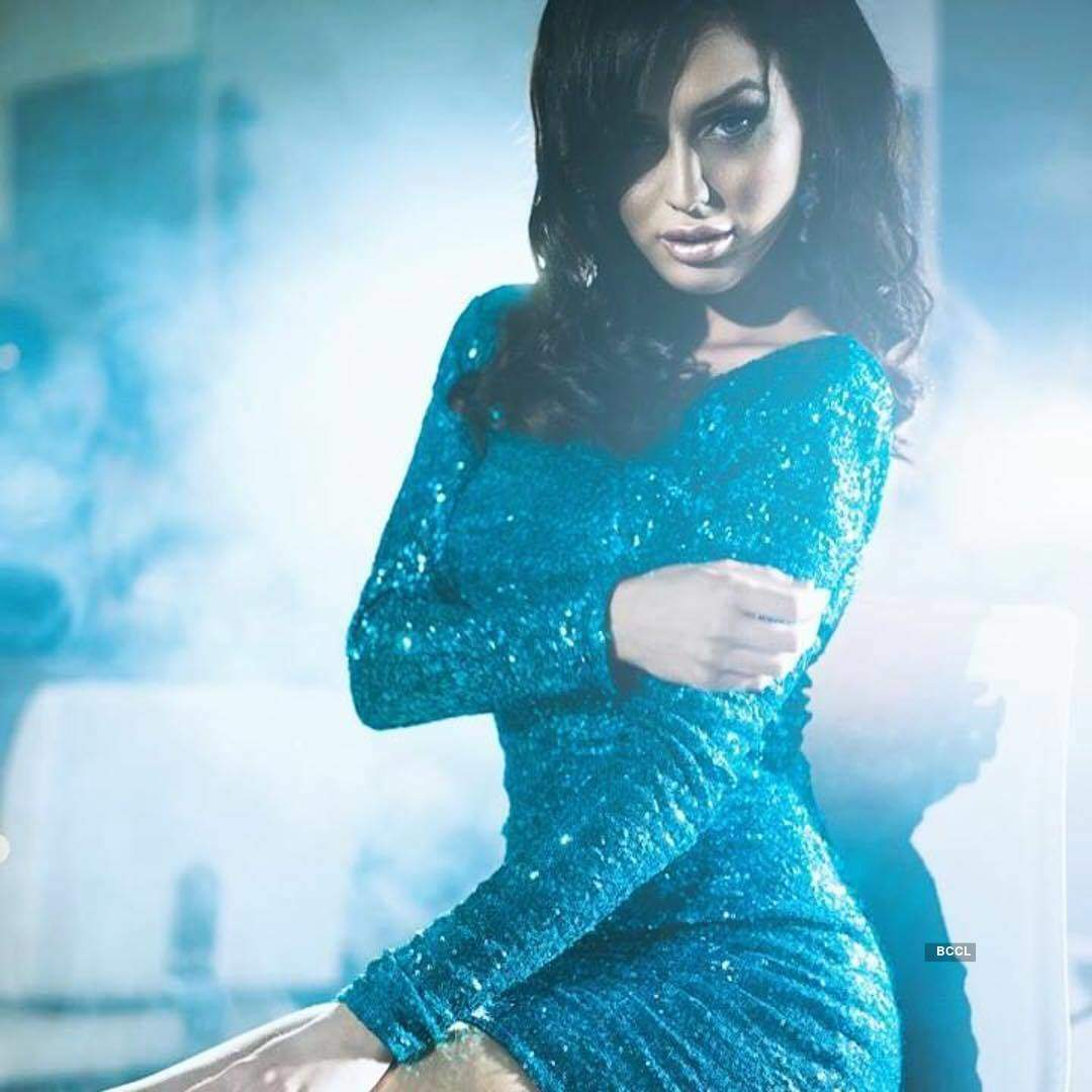 Ex-Bigg Boss contestant Lucinda Nicholas ups the hotness quotient in a bikini