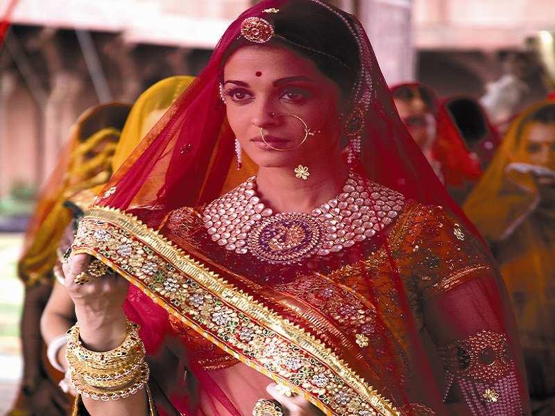 Aishwarya Rai Bachchan In Jodha Akbar Aishwarya rai dons a beautiful white dress by indian designer manish malhotra during the first day of the hdil india couture week being held in mumbai, india on… aishwarya rai bachchan in jodha akbar