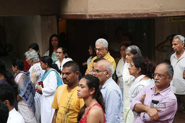 Celebs attend filmmaker Kundan Shah's funeral