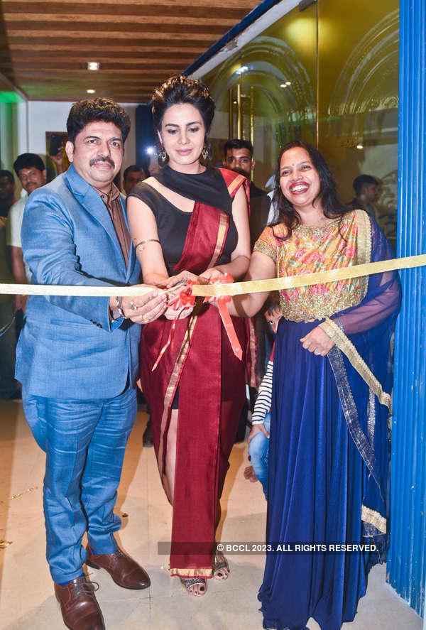 Kriti Kulhari at Shiva's Signature Salon's launch