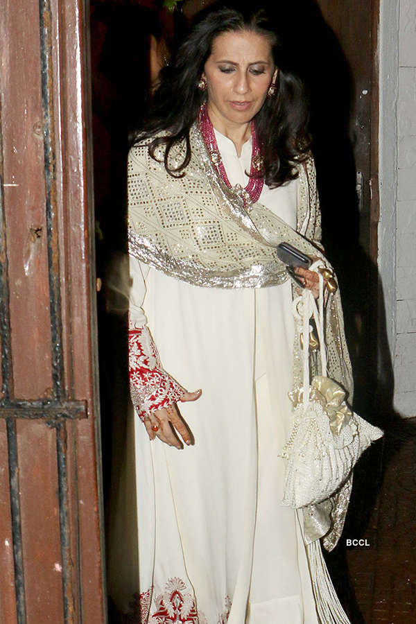 B'wood celebs attend Pammi Bakshi's Diwali party