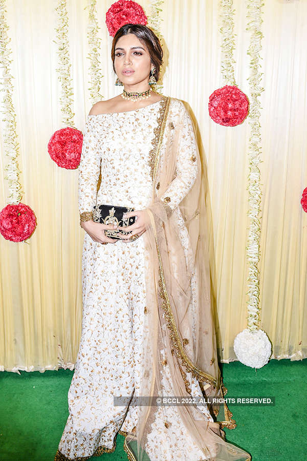 Sara Ali Khan steals the limelight with her festive look at a party