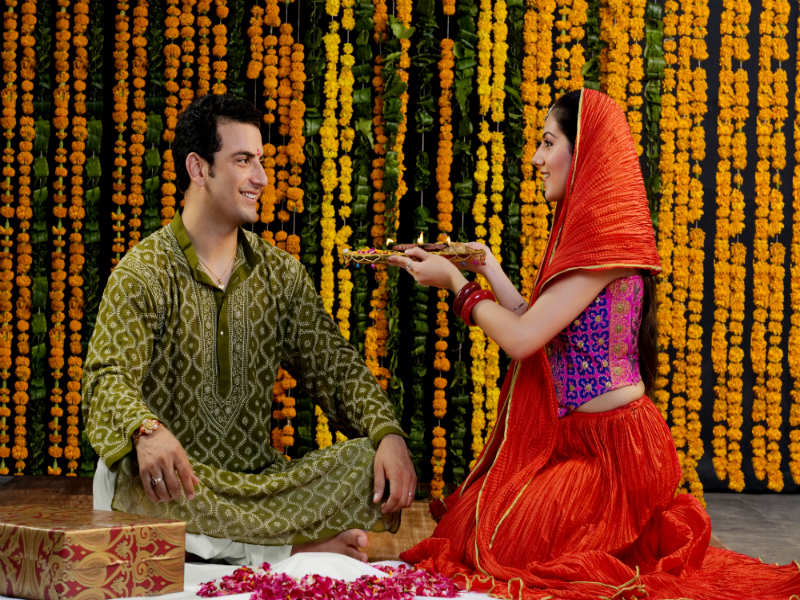 ​Bhai Dooj Puja 2018: How to do puja on Bhai Dooj, puja vidhi and timings for puja​