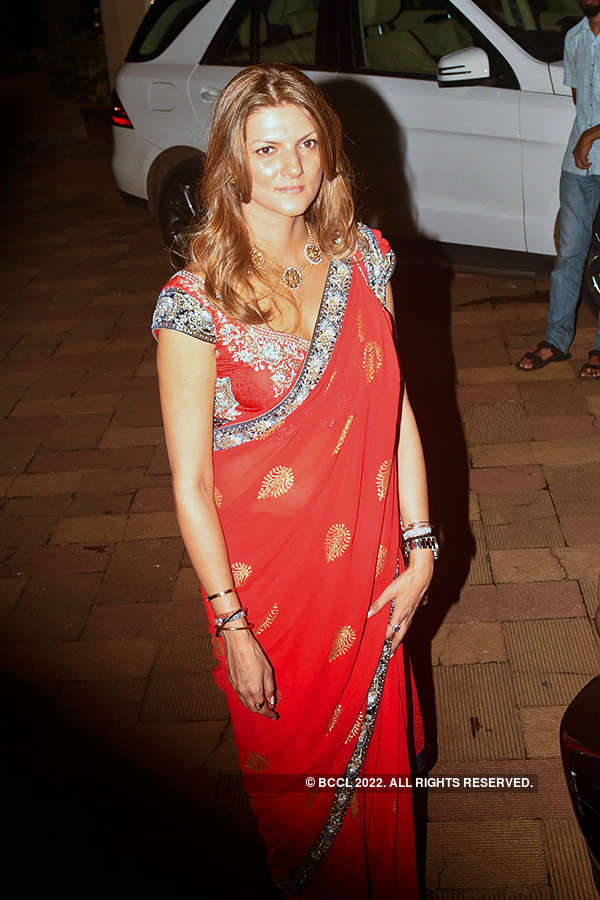 Sanjay Dutt celebrates Diwali with family & B-town friends