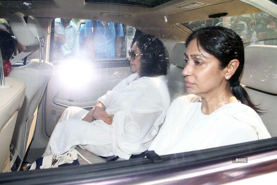 Rani Mukerji immerses father Ram Mukerji's ashes in Allahabad